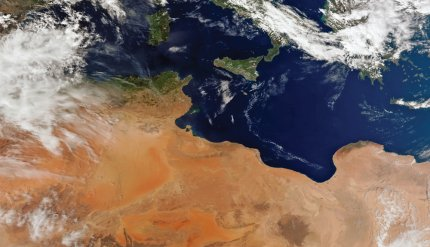 Suomi-NPP VIIRS 750m resolution true colour image showing northern Africa and the Mediterranean Sea