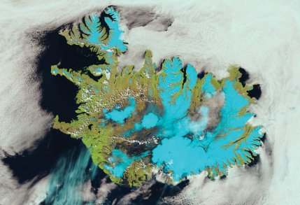 Suomi-NPP VIIRS 375m resolution false colour image showing Iceland with ice and snow appearing cyan