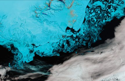 Suomi-NPP VIIRS 375m resolution false colour image showing icebergs, sea smoke and brackish ice off southern Greenland